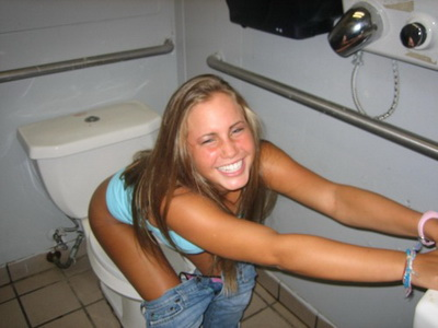 My girlfriend farting in toilet